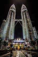 Wieże Petronas nocą